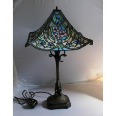 Tiffany Style Table Lamp With Floral Design