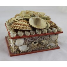 Highly Decorative Shell Encrusted Hinged Lidded Jewellery Box