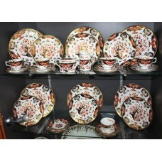 Late 20th c. Royal Crown Derby 6 Place 32 Piece Service Derby Japan Pattern