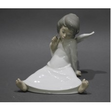 Lladro Wondering Angel Figurine 4962