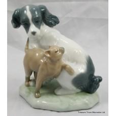 "Nao Figurine ""Dog & Cat in Harmony"""