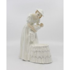 Royal Doulton Figurine Mother and Baby HN 3353