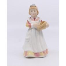 Royal Doulton Figurine Mother's Helper HN 3650