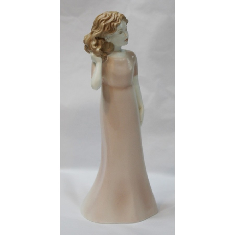 Royal Worcester Figurine Pretty As A Picture